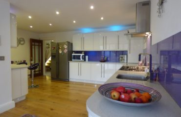 Classy Glass Splashbacks For Kitchens